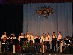 Muzikanti z Martin Novák Band zahráli plnému sálu v Dolních Bojanovicích.