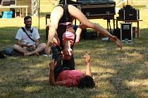 U Orchestry v zámeckém parku ve Veselí nad Moravou se odehrál již desátý multižánrový festival Svátek bláznů.