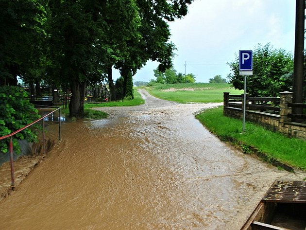 Následky přívalových dešťů v kyjovské městské části Boršov.
