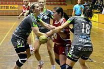 Ani trojice veselských hráček nedokázala zastavit hráčklu Šaľy. Duslo porazilo ve 21. kole interligy slovácký celke 29:22.