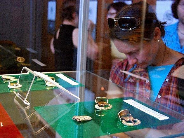 Výstava velkomoravských šperků v Mikulčicích.