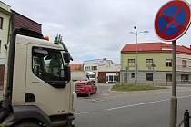 Situace na dvojici křižovatek silnic I/54 a I/55 ve Veselí nad Moravou poslední květnové úterý 2021.