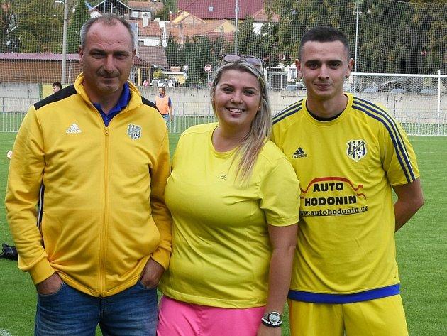 Fotbalová rodina. Bývalý ligový kanonýr Petr Zemánek, dcera Denisa a talentovaný syn Petr junior.