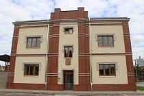 Bývalá městská elektrárna v Kyjově přestavěná na bytový dům po dokončení.