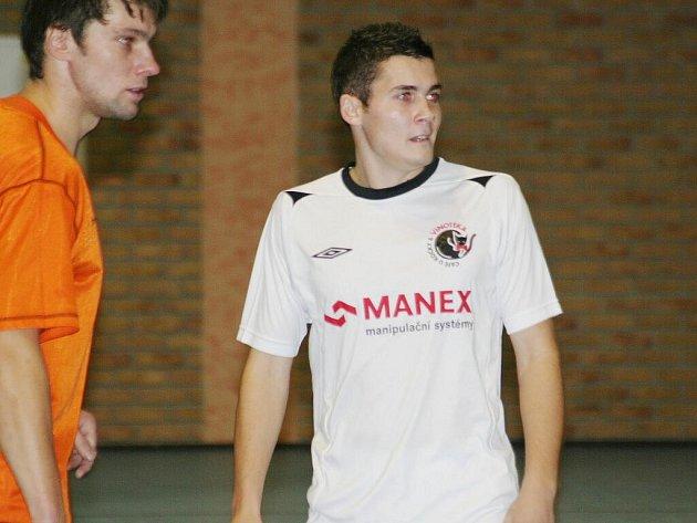 Futsal, okresní přebor: Oranjes Dubňany B vs. Black cats Hodonín (v bílém)
