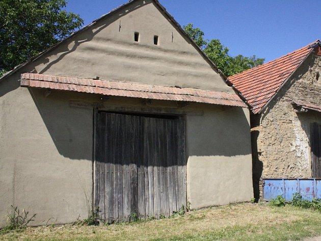 Cenná historická stodola v Hrubé Vrbce.