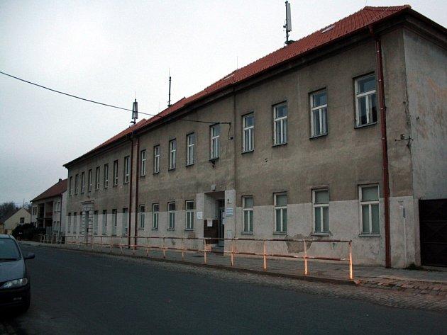 Základní umělecká škola v Dubňanech čeká na opravy.