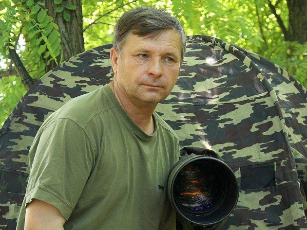 Ornitolog a fotograf Oldřich Mikulica.