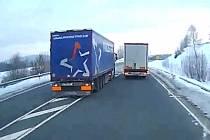 Z pokusu o vraždu se bude zpovídat před německým soudem řidič kamionu z Hodonínska. Ten svou jízdou ohrozil autobus plný dětí.