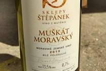 Přidaná voda se nacházela v šarži 300/12, Muškát moravský, moravské zemské víno, 2019, polosuché.