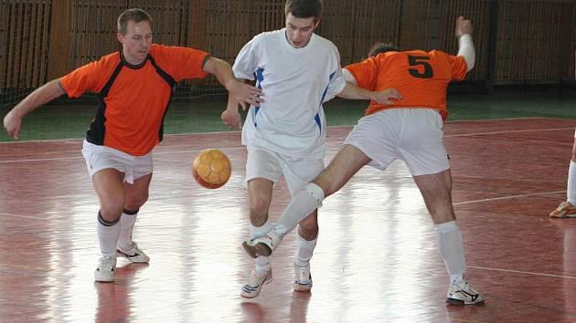 Futsalový okresní přebor: Hurá team Kyjov (v bílém) vs 1. FTD Oranjes Dubňany B