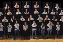Studenti zpívají přání s podporou předčasně narozených dětí