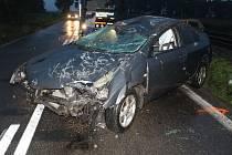 Zdrogovaný řidič nezvládl jízdu na mokré vozovce.