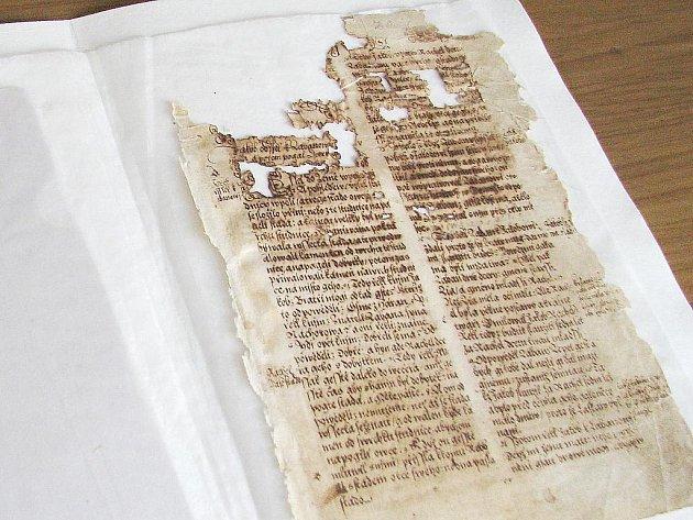 Zrestaurovaný list České bible, zvané pražské.