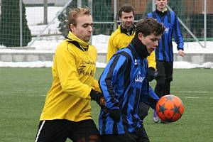 Fotbalisté Rohatce si ve třetím kole Zimního turnaje v Dubňanech připsali první vítězství. Slavoj přehrál Hovorany 5:3.