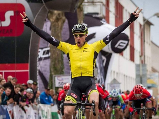 Známý cyklista Alois Kaňkovský z týmu Elkov Author, který žije ve Vracově, si v sobotu podmanil závod Na kole regionem Kyjovské Slovácko.