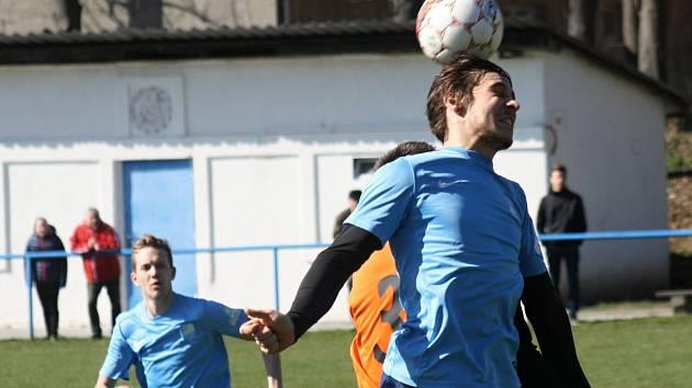 Fotbalistům Uhřic se venku daří. Svěřenci hrajícího trenéra Tomáše Valihracha uspěli i v sobotu na hřišti Podivína.