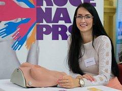 Dvaadvacetiletá budoucí lékařka Nikol Gabrielová ze Bzence v říjnu nastoupí do čtvrtého ročníku všeobecného lékařství na Karlově Univerzitě v Praze.