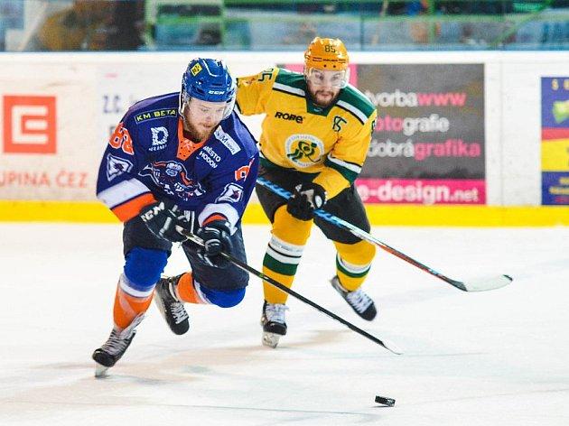 Hodonínští hokejisté prohráli ve čtvrtém semifinále s Vsetínem 2:5 a letošní druholigová sezoně pro ně skončila. S Drtiči se přišlo rozloučit 2 722 diváků.