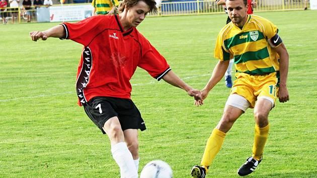 Fotbalisté Ratíškovic postoupili po dvanácti letech do finále poháru. Na hřišti v Lanžhotě se Baník 5. června utká s Mutěnicemi.
