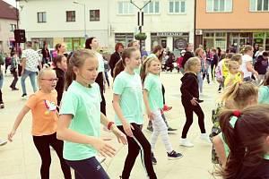 Světově proslulý tanec, který se tančí po celém světě si zájemci mohli zatančit i v Hodoníně.