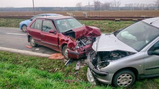 Čelní srážka dvou aut u Vlkoše.