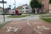 Místo budoucího přejezdu pro cyklisty v Hodoníně v Měšťanské ulici na křižovatce s Kollárovou.