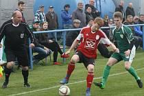 Fotbalisté Blatnice prohrávaly s Dubňany 0:2, ale výsledek dvěma brankami srovnali. Domácím k remíze pomohl také krajní bek Jaroslav Štefánek (vlevo).