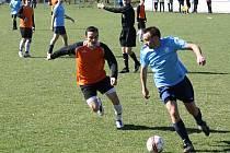 Fanoušci Uhřic (modré dresy) přišli o derby se sousedními Žarošicemi, které sestoupily z krajské I.B třídy do okresního přeboru.