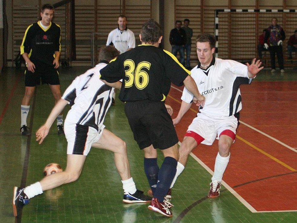 Kyjovská Indoor football league: Ocelit (v bílém) vs. Beastie boys