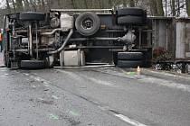 Nehoda popelářského vozu mezi Kyjovem a Kelčany.
