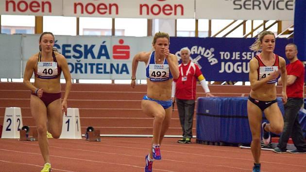 Hodonínská běžkyně Veronika Paličková (uprostřed) ovládla na halovém mistrovství České republiky sprint juniorek na šedesát metrů.