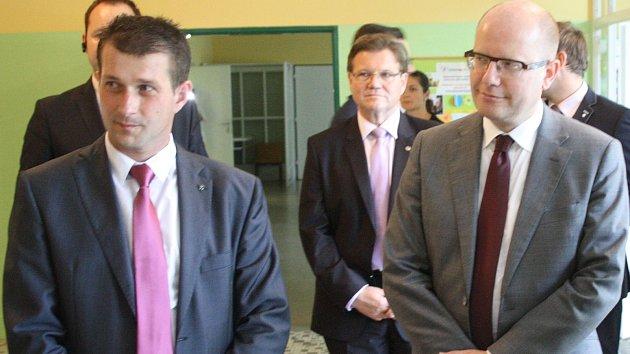 Hodonínský okresní předseda sociálních demokratů Václav Tvrdý (na snímku vlevo).