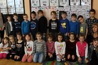 Žáci I.A z Masarykovy základní školy ve Vracově s třídní učitelkou Miroslavou Peťkovou.