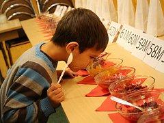 Netradiční košt domácích kečupů, marmelád a mistrovství rychlovarných konvic ve Tvarožné Lhotě.