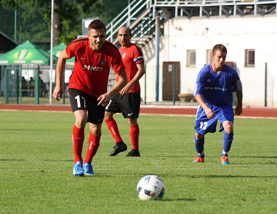 Fotbalisté Hodonína v posledním kole deklasovali Bystřici nad Pernštejnem 12:2 a po triumfu v divizi slaví postup do třetí ligy.