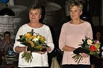 Dvojčata Vlasta Mottlová a Eva Novotná byla v pátek večer slavnostně uvedena do síně slávy kyjovského basketbalu. Pocty se dočkaly na nultém basketbalovém plese.