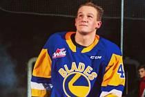 Hokejista Radek Kučeřík má za sebou první sezonu v kanadském celku Saskatoon Blades.