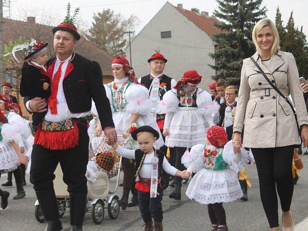 Krojovaní na hodech ve Vracově prošli celým městem.
