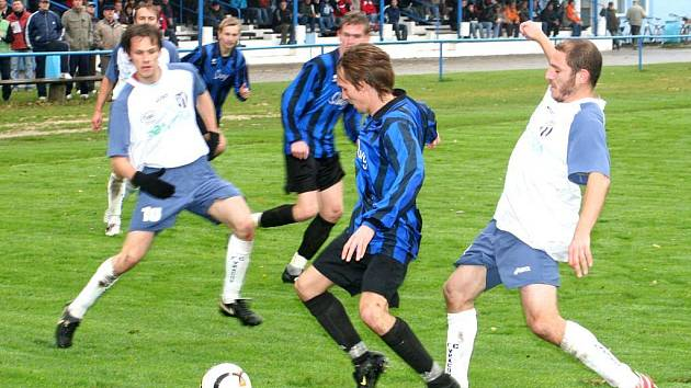 Fotbalisté Vracova válí. Svěřenci kouče Lejsala vyhráli i šestý letošní domácí duel, rohatecký Slavoj porazili za nepříznivého počasí a na těžkém terénu 3:1.