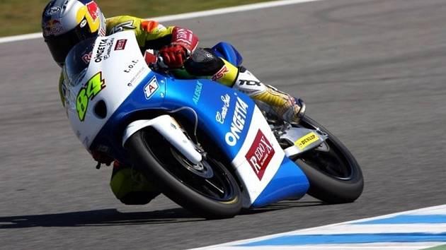 Závodník Jakub Kornfeil se o víkendu představí v Kataru, kde na okruhu Losail odstartuje nočním závodem nový ročník mistrovství světa silničních motocyklů.