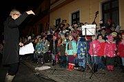 Ani v Mutěnicích nezapomněli na dodržování vánoční tradice v podobě akce Česko zpívá koledy. Mezi programem, zpíváním a rozsvěcením vánočního stromku, si návštěvníci prohlédli také stánky na jarmarku. V kulturním domě se také konal křest knihy.