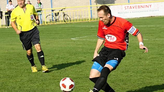 Zkušený fotbalista Petr Kotásek (na snímku) pomohl Ratíškovicím k výhře nad Mikulčicemi.