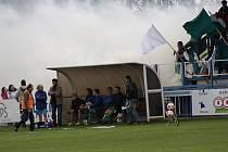 Fanoušci Bzence si derby užili, ale zápas ani přes několik vhozených dýmovnic nenarušili.