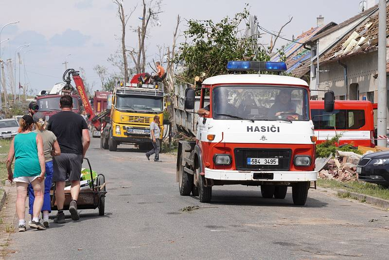 Dobrovolní hasiči z Hodonínska v Mikulčicích, 27. června 2021.