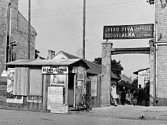 Se stavbou domu na náměstí v Hodoníně začali Klečkovi v roce 1938.