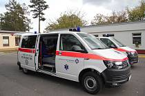 Dvě nové sanitky budou vozit pacienty hodonínské nemocnice.