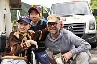 Lidé z kyjovské nadace Dětem z Vilšan změnili dětem z domova na Ukrajině život k lepšímu. Na snímku vlevo malý Igor, který podstoupil operaci v Bostonu.