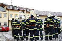 Dům s pečovatelskou službou ve Vracově byl místem hasičského cvičení.