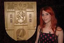 Lucie Goliášová poprvé vystavuje své řezby na bzeneckém zámku.